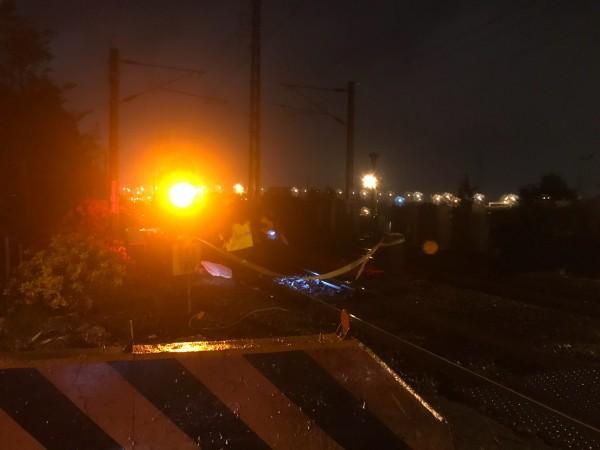 宜蘭市火車撞機車,2人死亡。(記者林敬倫翻攝)