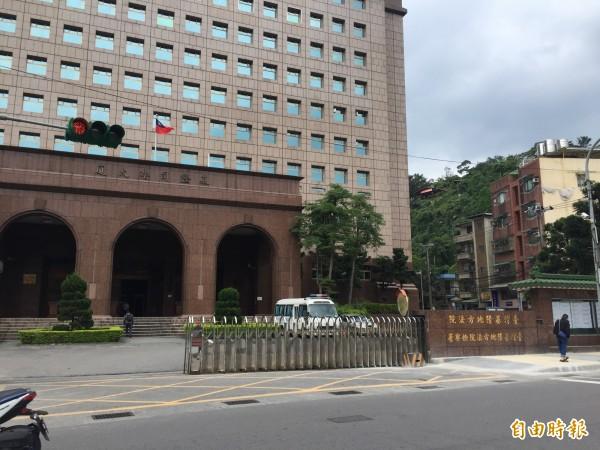 基隆地方法院認為,鑑定結果認定與警告標示放置位置無關,判2人無罪。(記者吳昇儒攝)