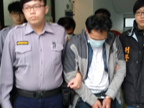 蕭姓車手移送法辦後,法官裁定收押。(記者蔡宗勳翻攝)