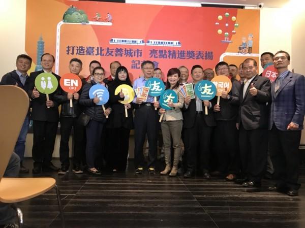 台北市長柯文哲下午出席商業處活動後,接受媒體聯訪。(記者沈佩瑤攝)