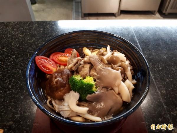 新竹市「禮面作」麵食館推出各種麵食。(記者洪美秀攝)