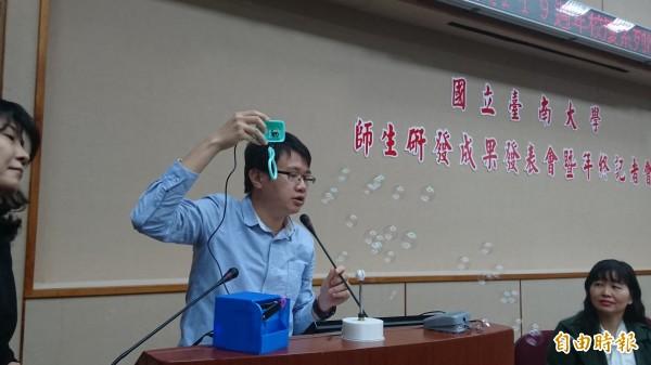 音樂泡泡機藉由遊戲的方式,把特教生的肢體訓練變有趣。(記者劉婉君攝)
