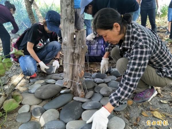 旭海部落推生態行程,打造寄居蟹的家。(記者蔡宗憲攝)