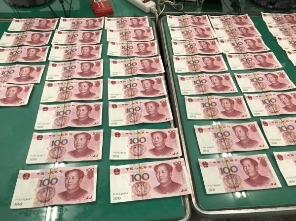 卓婦拿到朋友償債的69張人民幣均是偽鈔,害她吃上官司。(記者劉慶侯翻攝)