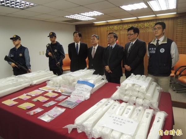基隆地檢署檢察長陳宏達(右3)強調,該批191.925公斤K毒市價近2億元台幣,足夠50萬人次施用。(記者林嘉東攝)