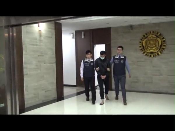 調查局北機站逮到收貨的張等3男子,訊後將張等3人聲押獲准。(記者林嘉東翻攝)