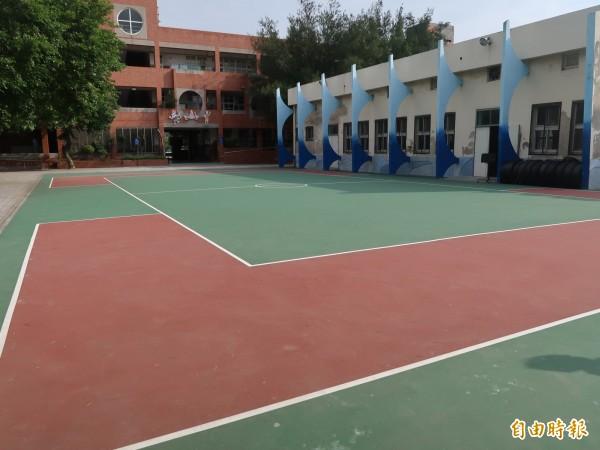 新竹市南寮國小的3座運動場,10年來未翻修,經市府編列經費大翻修,今天啟用。。(記者洪美秀攝)