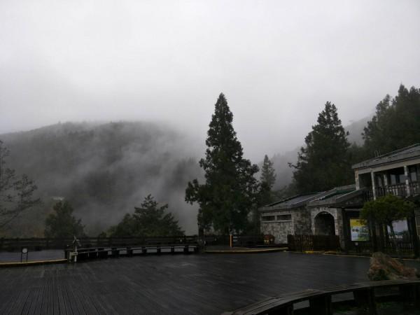 太平山氣溫今天下午降到2度,入夜後可能結霜。(圖由羅東林管處提供)