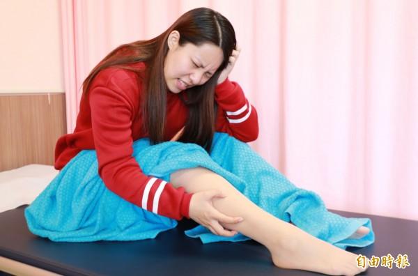 台中一名女研究生,過去3年雙腿經常像是有大批螞蟻在爬,嚴重影響生活品質,檢查後發現因缺鐵,罹患「不寧腿症候群」。示意圖非當事人。(記者陳建志攝)
