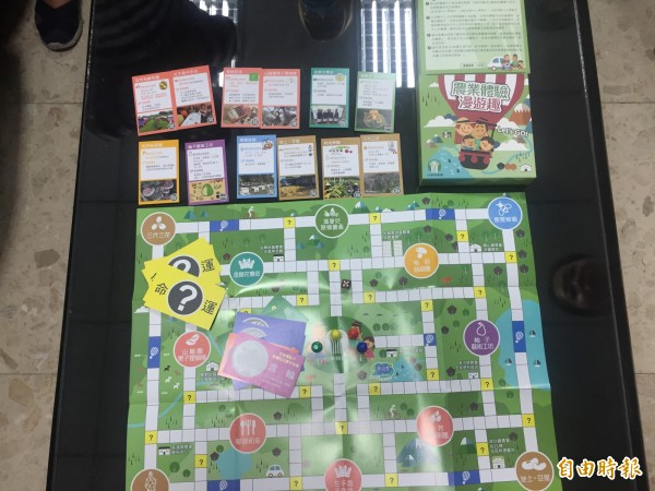 圖為台東縣農會推出農遊桌遊,簡單好玩。(記者張存薇攝)