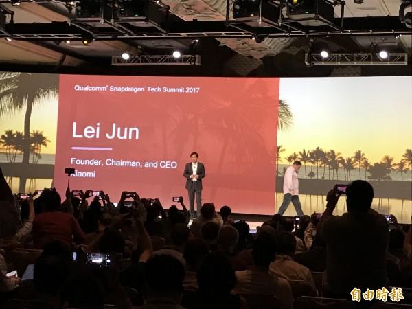 小米執行長雷軍在高通技術高峰會中宣佈新一代手機採驍龍845處理器。 (記者羅倩宜攝)