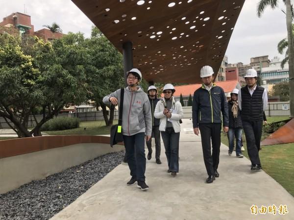 市長林智堅今天前往視察東大飛行公園,目前工程進度已達9成。(記者王駿杰攝)