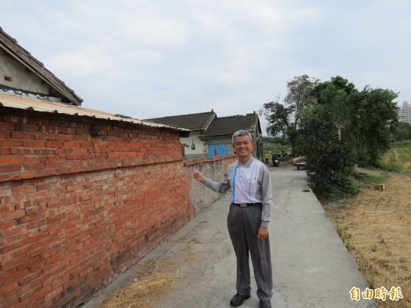 劇中「鄭家祖厝」位於烏日九德里,里長建議設道路指示牌。(記者蘇金鳳攝)