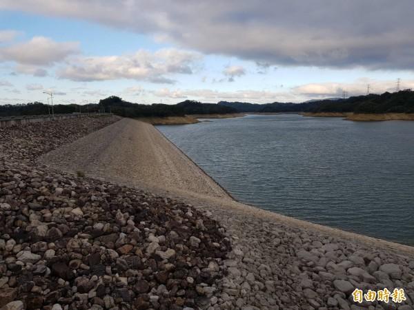 擔任大新竹地區民生、工業用水供水主力的寶二水庫,蓄水量跌破5成。(記者蔡孟尚攝)