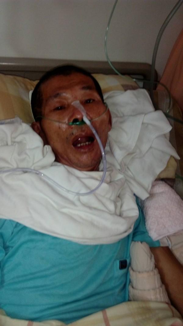 李天裕長期照顧中風弟弟,如今自己因重度中風昏迷。(家屬提供)