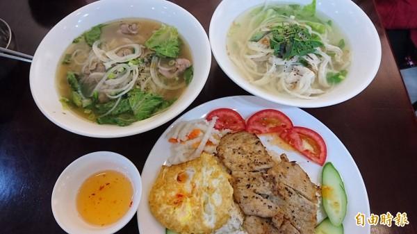 真美越南小吃也是越南姑娘嫁來台灣後,用美食傳達對故鄉的懷念。(記者洪瑞琴攝)