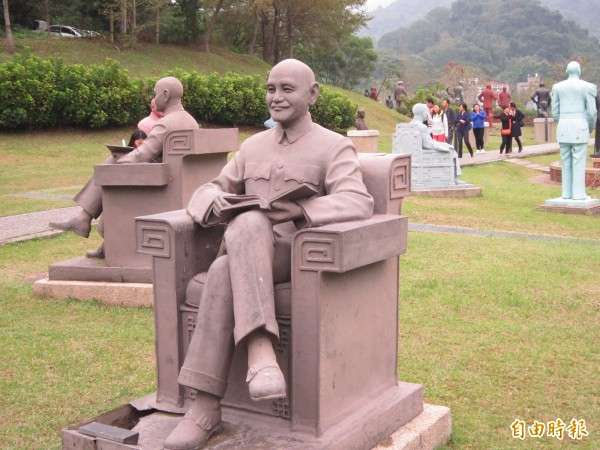 桃園市長鄭文燦認為,兩蔣雕塑公園於設置時,已卸除威權崇拜的意味,沒有必要廢止。(記者謝武雄攝)