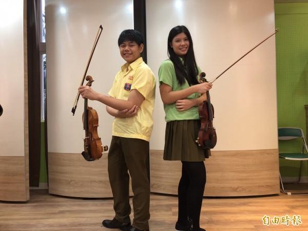 顏冠豪(左)赴歐參加奧古斯都多布魯斯基國際青年小提琴大賽,抱回銅獎;蔡雨頻(右)憑小提琴優異琴藝拿下吉納斯特拉國際音樂大賽首獎。(記者陳昀攝)