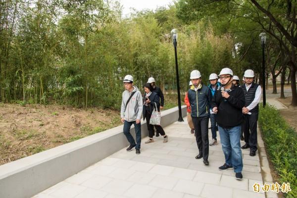 新竹市文化局周邊的文化綠廊環境景觀工程進度已達9成,預計年底就可完工。(記者洪美秀攝)