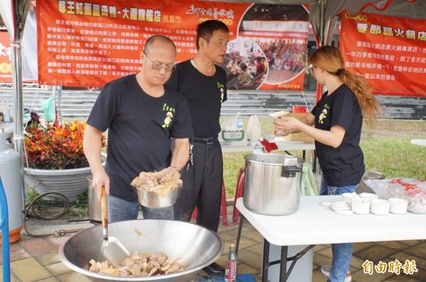 全國薑母鴨料理王競賽,在雲林熱鬧登場。(記者詹士弘攝)