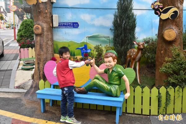 韓國仁川童話村吸引各國遊客前往觀光。(記者黃淑莉攝)