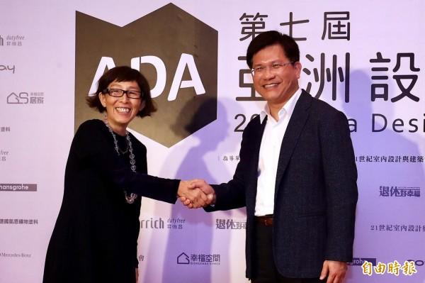 ADA亞洲設計獎在台中舉行,市長林佳龍(右)受邀與普立茲克獎得主妹島和世(左)對談。(記者黃鐘山攝)