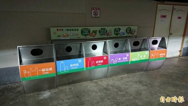 國道3號關西服務區為了垃圾處理的問題,本月開始全面推動垃圾分類回收再處理。(記者黃美珠攝)