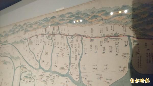 這幅18世紀末繪製的〈御製台灣原漢界址圖〉標示出當時原住民和漢人分界。(記者劉婉君攝)