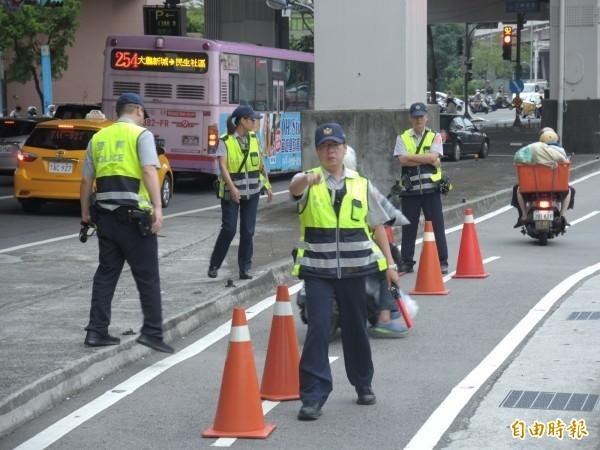 黃男不滿警方不讓他喝牛奶,憤而拒絕接受酒測。(圖與本新聞無關,記者翁聿煌攝)