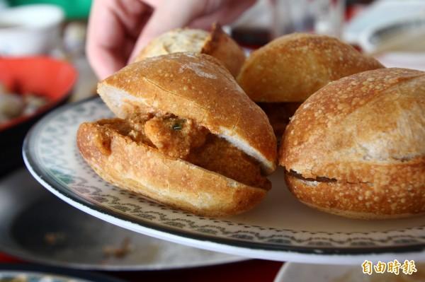 紅咖哩法國麵包是秘密料理,只有偶爾才會出現。(記者林宜樟攝)