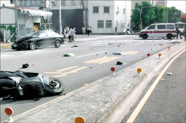 台中一起汽、機車對撞車禍,造成機車後座乘客死亡,汽機車駕駛都被判刑,此為示意圖,與新聞事件無關。(記者楊政郡翻攝)