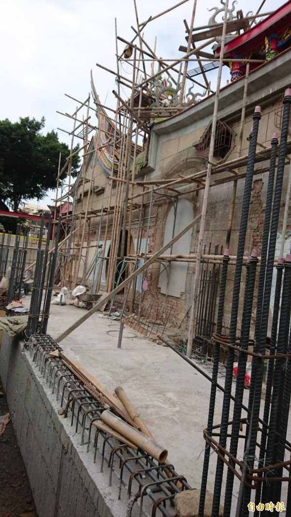 西羅殿旁的南河港水道已加蓋。(記者洪瑞琴攝)