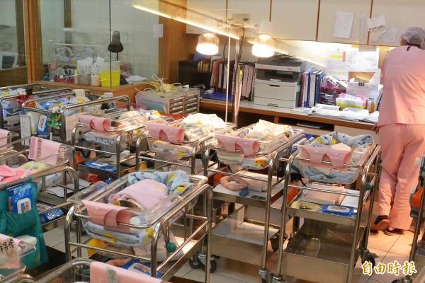 屏東縣今年的新生兒人數恐跌破5000人。(記者侯承旭攝)