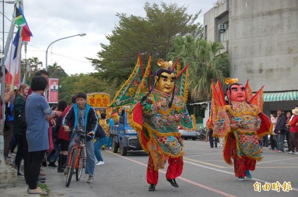 台東縣民政處長顏志光透露,目前有廟宇有意承接元宵遶境活動。(記者張存薇攝)