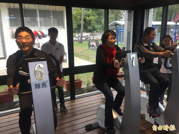 台東縣智慧綠能園區啟用,可以踩飛輪健身。(記者張存薇攝)