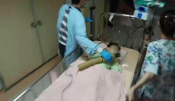 4歲男童經彰基漏夜搶救,不排除有傷到腦部,全力搶救中。(記者湯世名翻攝)
