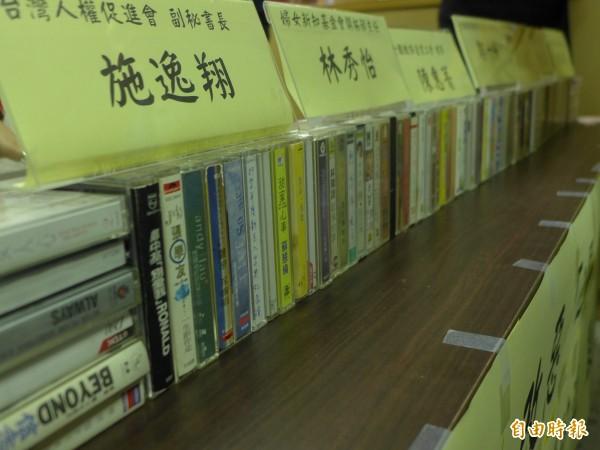 多個團體預告週六「反勞基法修法大遊行」,呼籲「全台灣的錄音帶們團結起來」。(記者李雅雯攝)