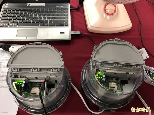 中華電信與中磊電子共同開發的NBIoT模組,可實際安裝在大同公司的智慧電表即時顯示用電數據。(記者陳炳宏攝)