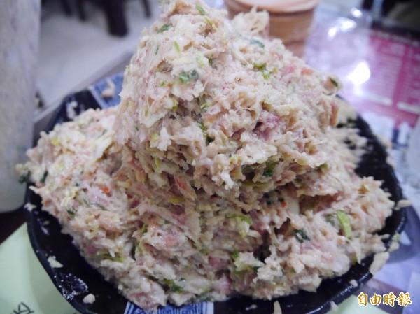 食材採用檢驗合格的黑豬後腿肉及新鮮蔬菜。(記者李容萍攝)