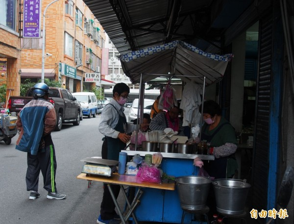 QQ蘿蔔糕隱身在台東縣政府旁的巷弄裡。(記者王秀亭攝)