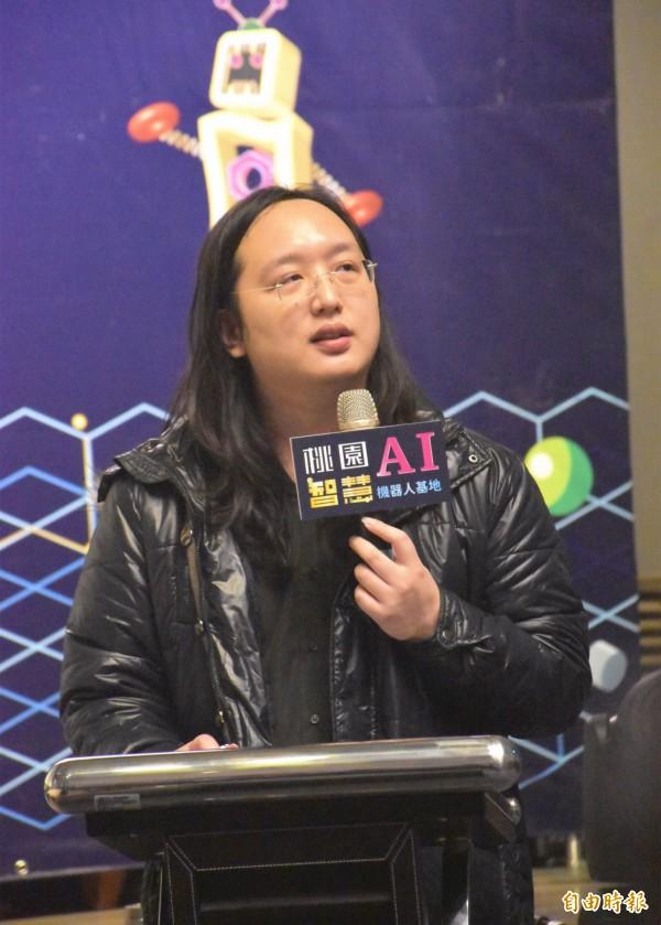 行政院政務委員唐鳳出席「桃園AI及智慧機器人基地促進暨創新交流會」。(記者李容萍攝)