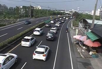墾丁和台東北返的車潮已漸漸浮現。(記者陳彥廷翻攝)