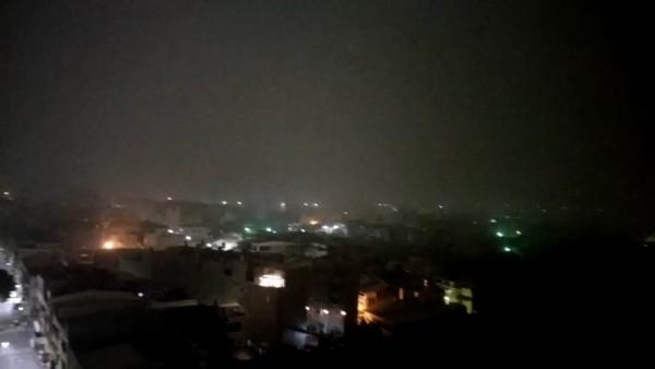 彰化市今天凌晨的霧氣中夾雜著髒空氣,民眾直呼:「恐怖!」(柯姓民眾提供)
