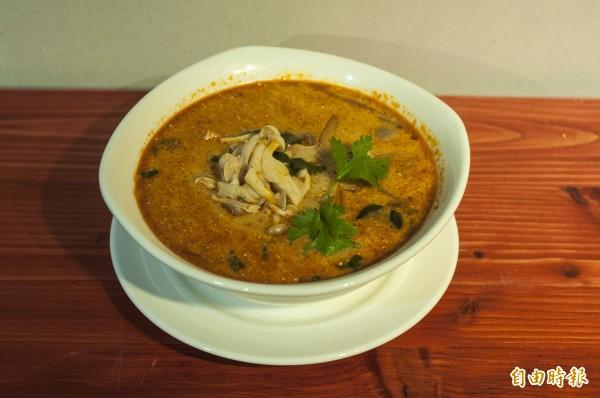 「梵泰蔬食」的暹羅酸辣湯。(記者廖雪茹攝)