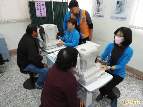 衛生所眼科醫療服務備有眼壓機等5項儀器,可應付基本檢查需求。(記者佟振國攝)