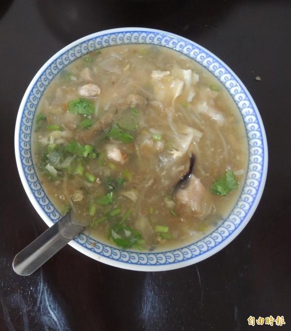 屏東潮州蕭家肉羹不僅好吃,價格也相當經濟實惠,是許多屏東人難忘的家鄉味。(記者李立法攝)