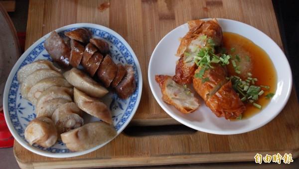 蕭家肉羹的小菜肉捲和大腸口感極佳,許多顧客上門吃肉羹時也都不忘點上一盤品嚐。(記者李立法攝)