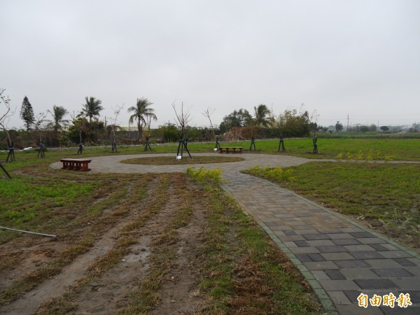 大甲區幸福公園將增設多功能球場。(記者張軒哲攝)