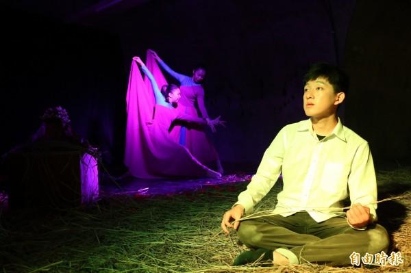 西子灣秘境防空洞首度演出舞台劇。(記者黃旭磊攝)