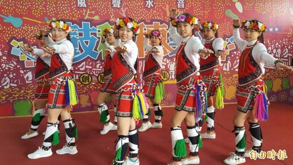 關山鎮農會即日起至三月初的假日都會邀在地團體展演。(記者王秀亭攝)